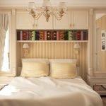 Полка с книгами над кроватью
