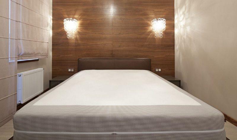 Кровать в интерьере спальни в хрущевке