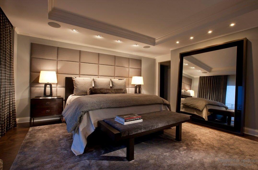 Зеркало в спальне в стиле хай-тек