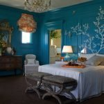 Синие стены в комнате