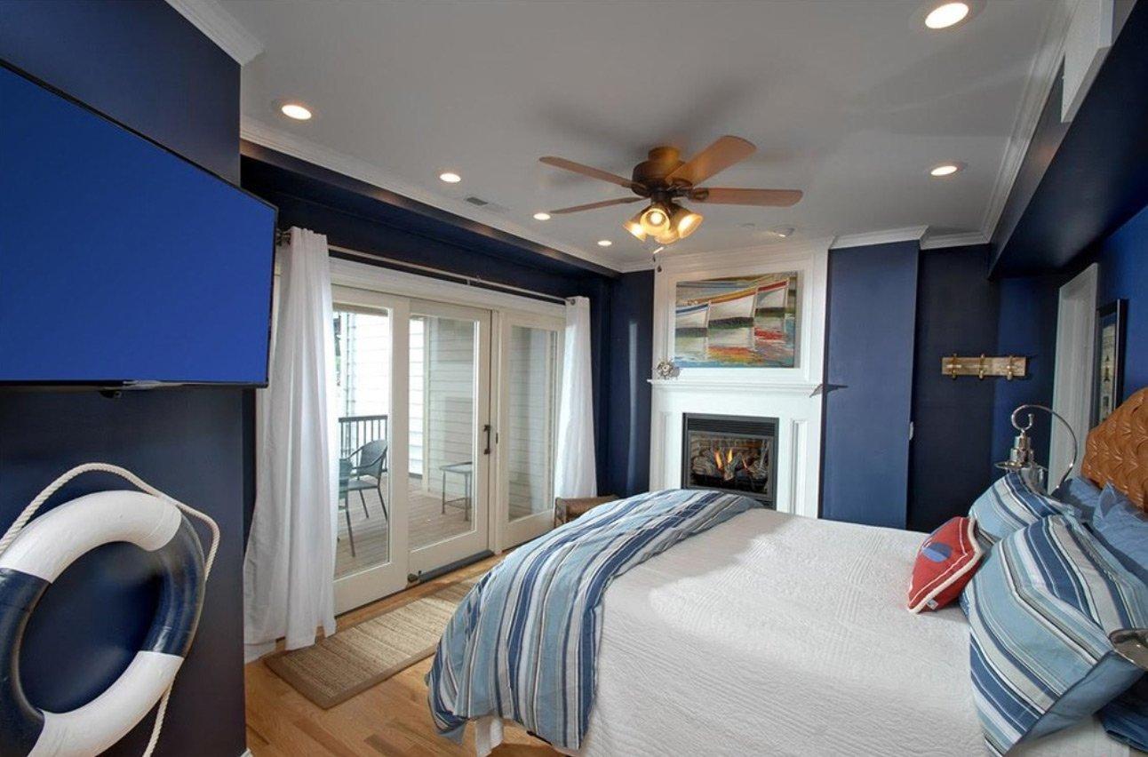 Сине-белый дизайн спальни