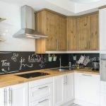 Кухонная мебель с белым фасадом