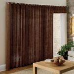 Простые коричневые шторы