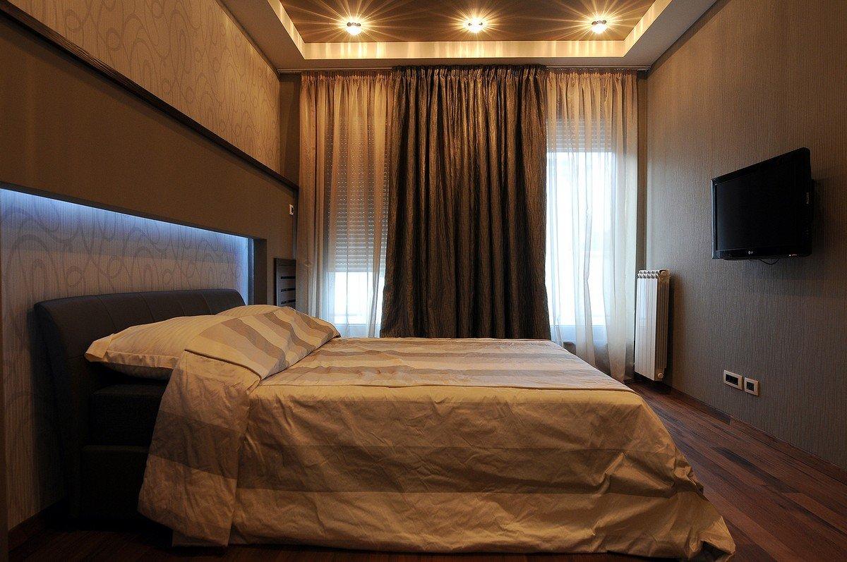 Коричневые шторы для спальни