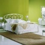 Белая металлическая мебель