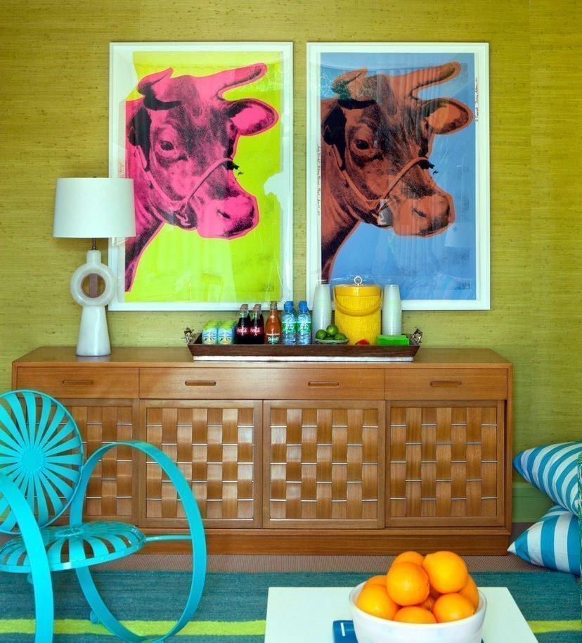 Картины над комодом