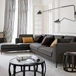 Лампы на стене над диваном