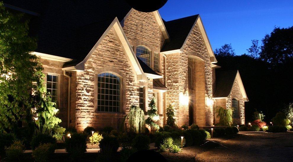 Светильники на доме