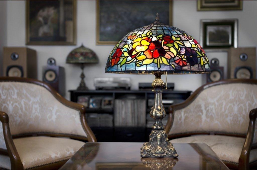 Витраж на настольной лампе