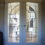 Геометрический декор двери
