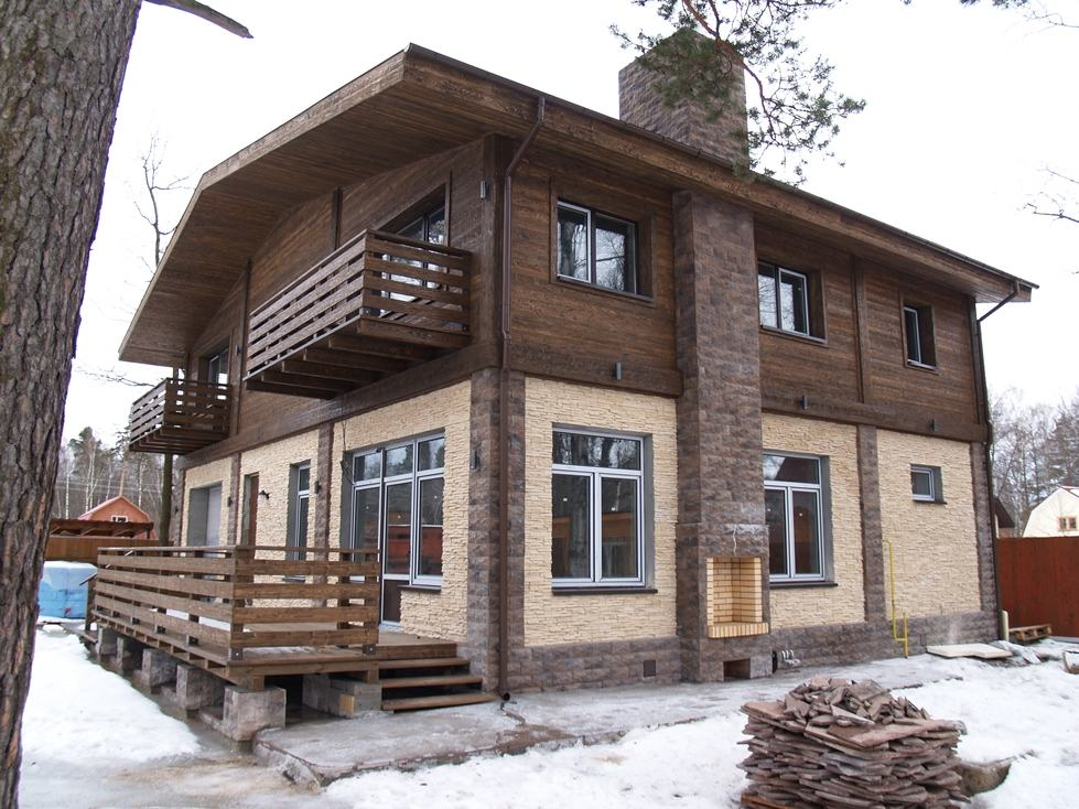 Дом с комбинированным фасадом по горизонтали
