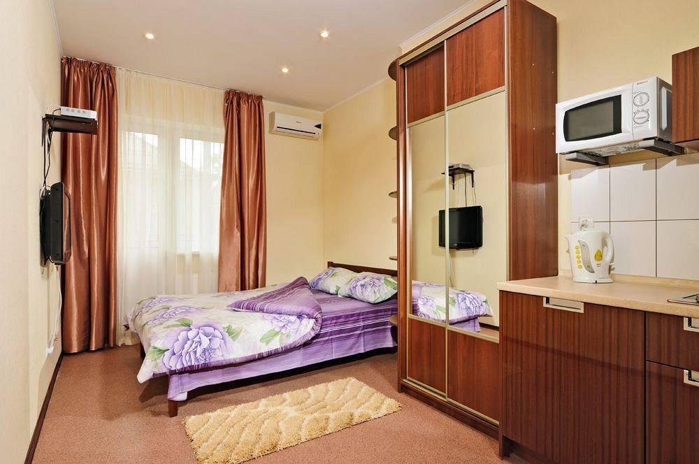 Шкаф у кровати