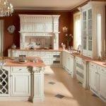 Сочетание коричневых стен и белой мебели