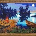 Лодка и костер на берегу