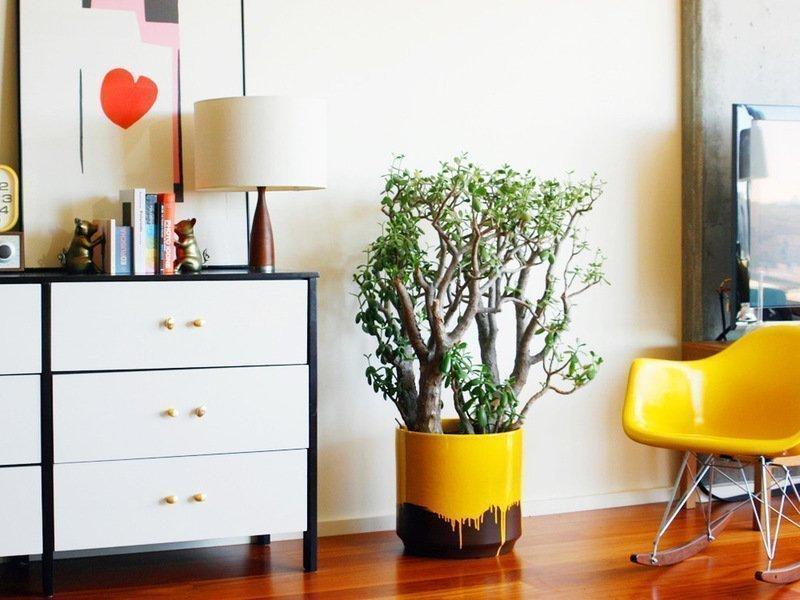 Декоративное дерево в детской комнате