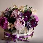 Лента на торте из цветов