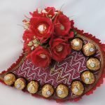 Сердце с розочками и конфетами