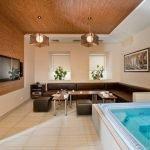 Бамбук на стене и потолке
