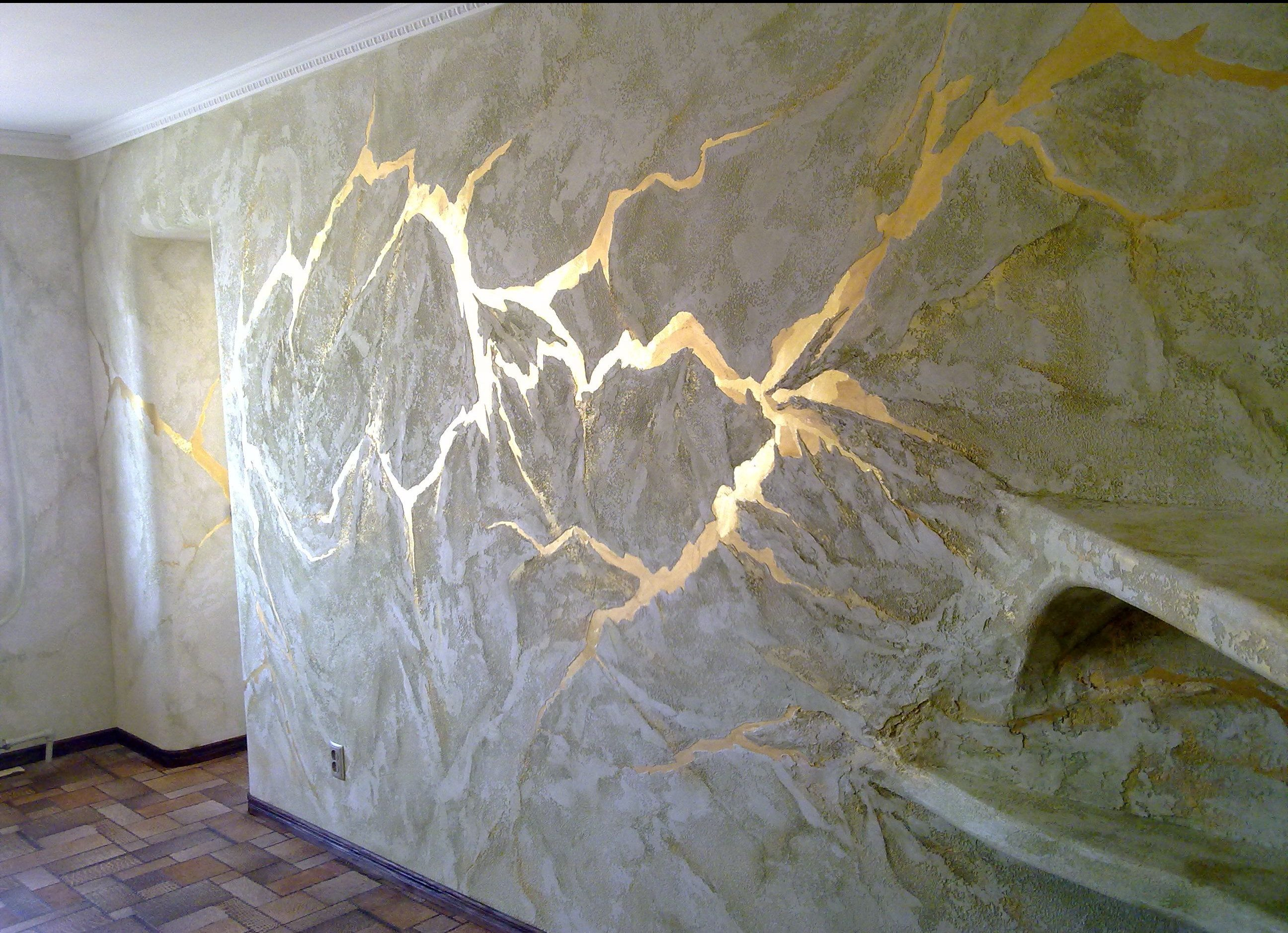 Стена с отделкой из декоративной штукатурки