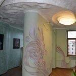 Узор на стене из декоративной штукатурки