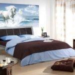 Сочетание голубого и шоколадного в интерьере спальни