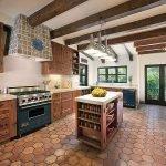 Стильная кухня в деревенском стиле