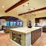 Просторная кухня в частном доме