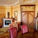 Дизайн гостиной с камином в марокканском стиле