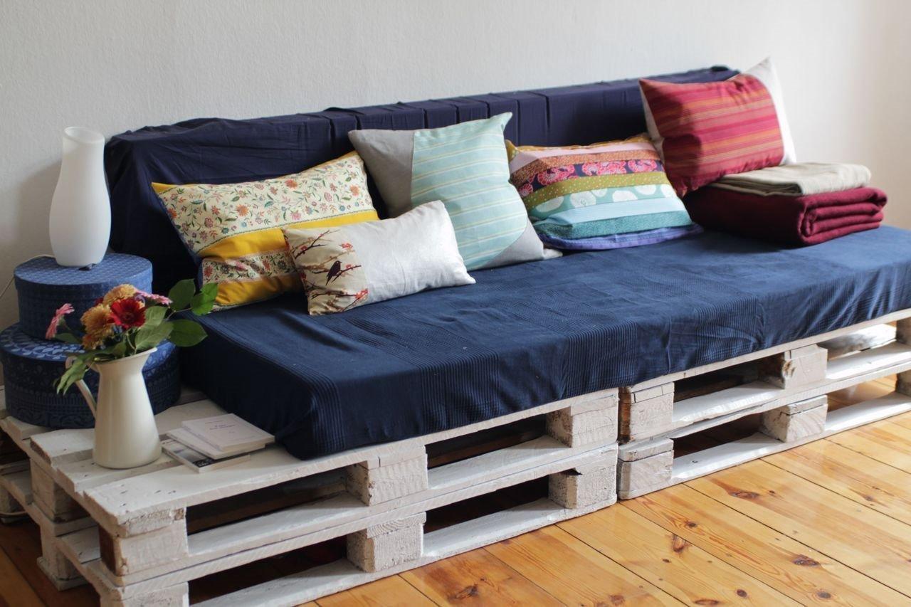 Подушки на диванчике