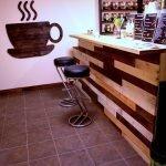 Чашка кофе на стене