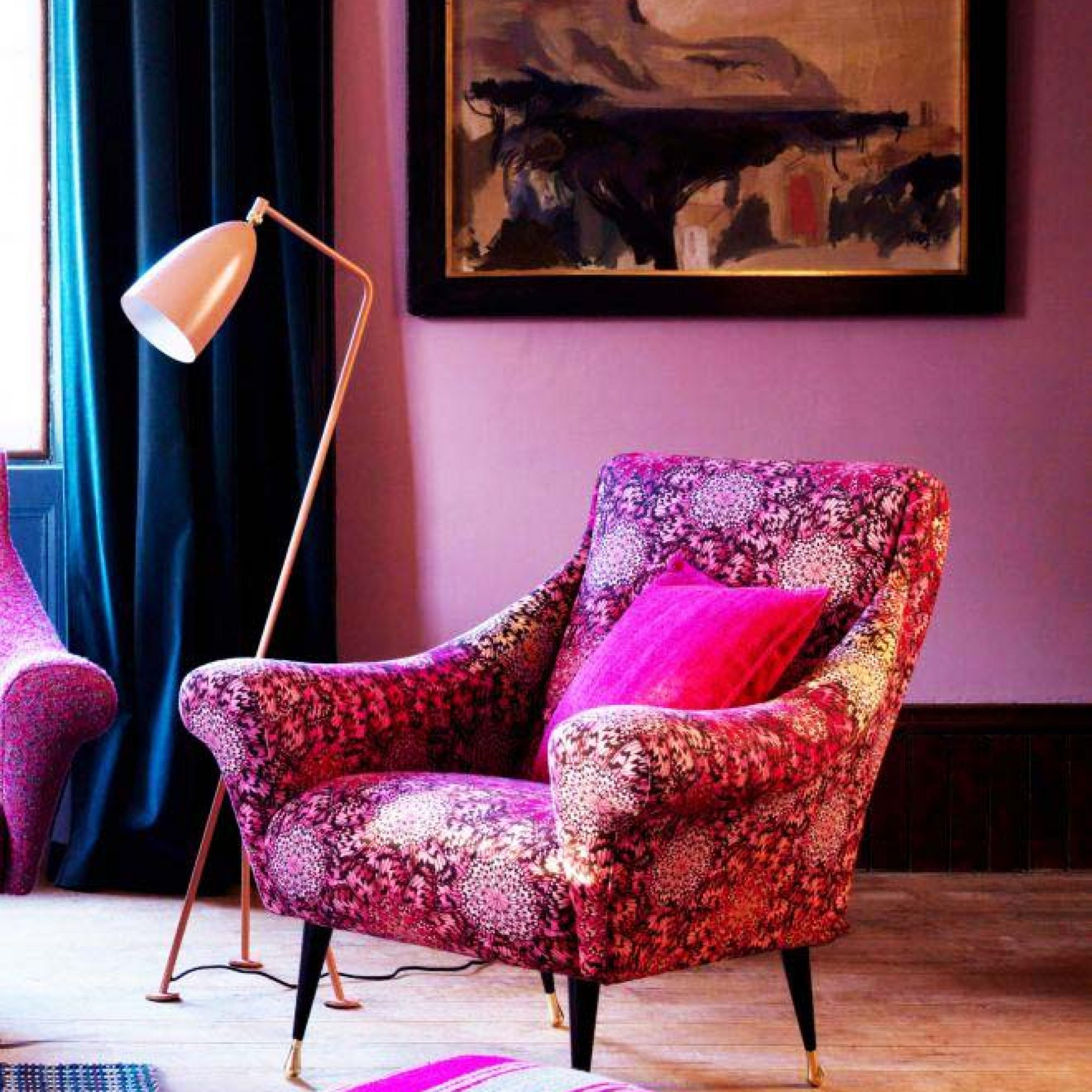Красное кресло в стиле 60-х